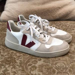 Veja V-110 women's lace up shoes